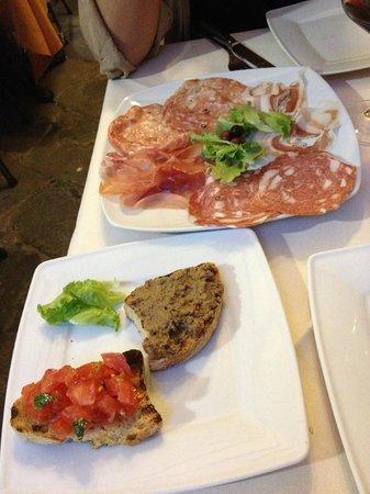 Osteria da Rosolo: Embutidos y Bruschettas