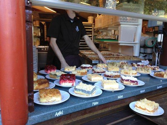 Die Kupferkanne: Kuchenauswahl