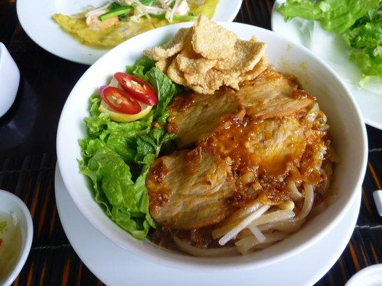 White Lotus Restaurant: カオラウ