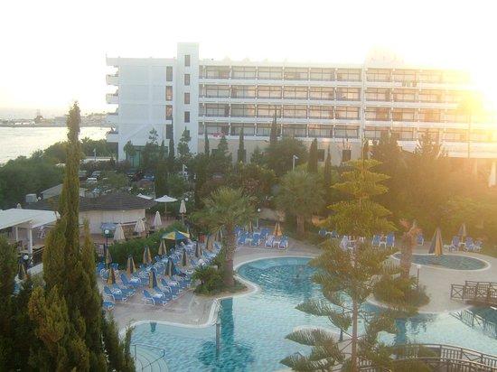 Melissi Beach Hotel & Spa: more pool area