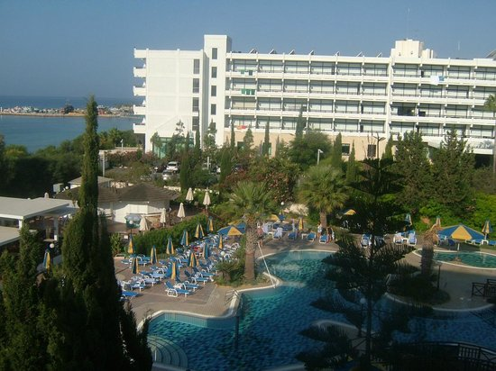 Melissi Beach Hotel & Spa: outside eating area and pool