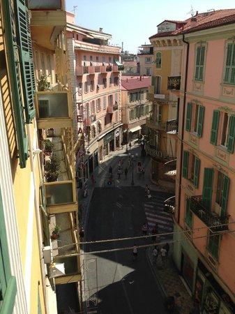 Hotel Globo & Suite Sanremo: вид из нашего окна на центральную пешеходную улицу