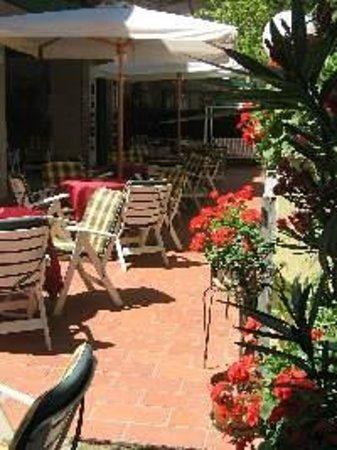 Hotel Ondina & Milazzo: Uno scorcio dell'esterno