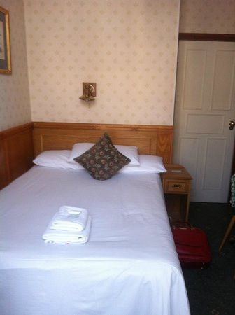 """Lincoln House Hotel: lovely large bed in the """"single plus"""" room"""