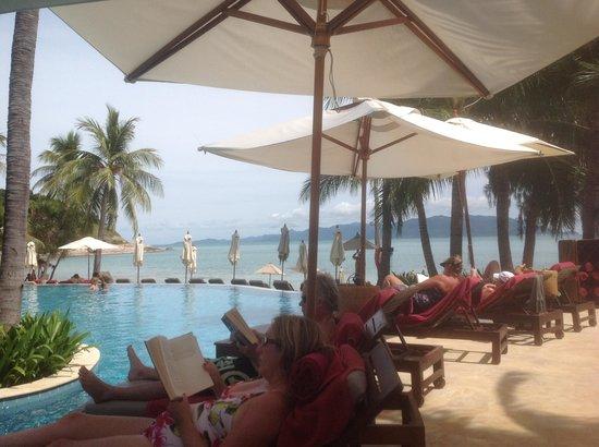 Melati Beach Resort & Spa: pool side