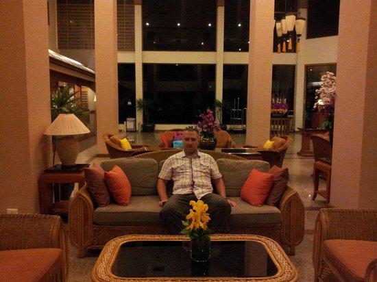 Cosy Beach Hotel: Лоби