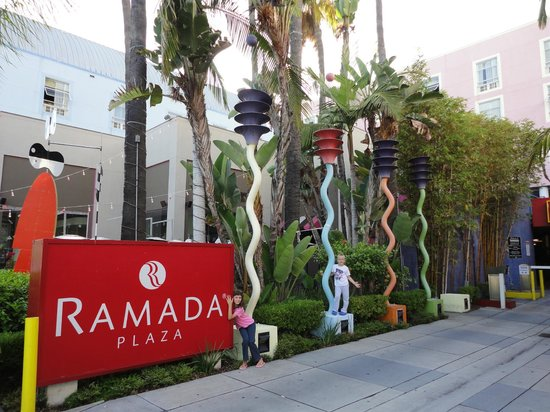 Ramada Plaza West Hollywood Hotel & Suites: Entrata hotel