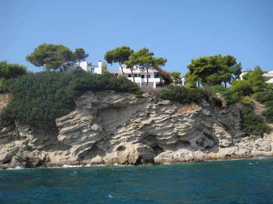 Agistri Club Hotel : view of the hotel from the sea
