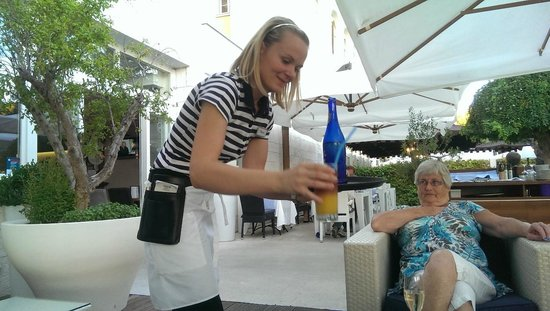 Valamar Riviera Hotel & Residence: Serving drinks on the patio