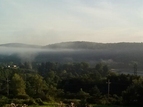 QUALITY INN & SUITES: Beautiful morning view
