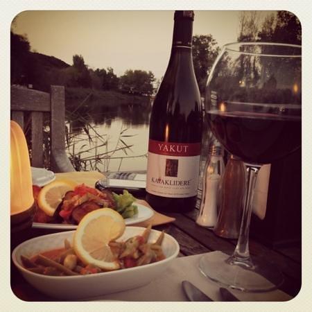 Tranquilla River Lodge: nehir kenarında akşam yemeği
