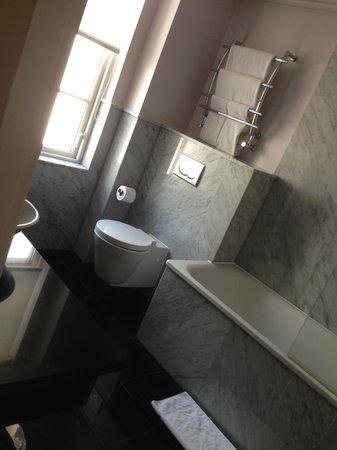The May Fair Hotel : bathroom