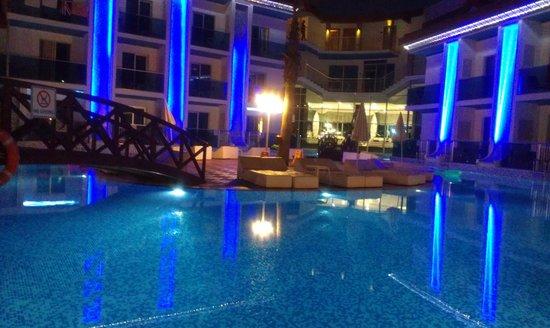 Ocean Blue High Class Hotel: pool at night
