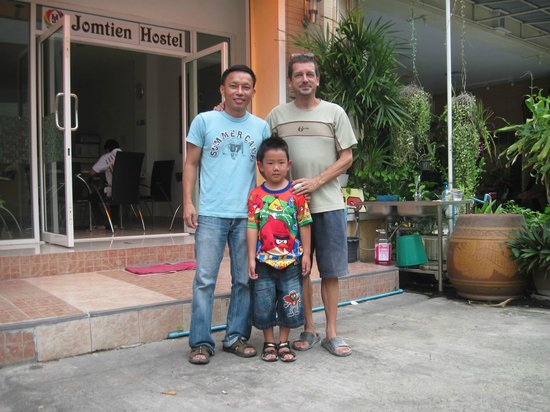 Jomtien Hostel Hotel: Thai owner and French-English owner with my son