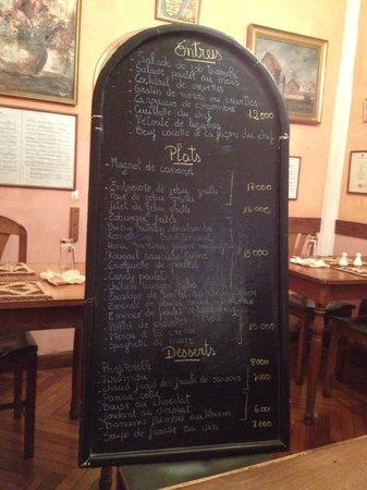 Zebu Original Bistrot: Menu-tavlen bliver bragt til bordet :-)