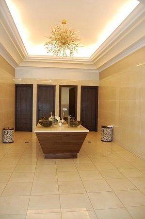 La Marquise Luxury Resort Complex: Rest Room Women