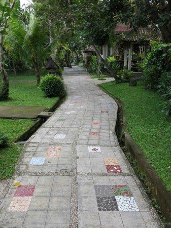 Dewangga Bungalow: Beautifully tiled paths everywhere