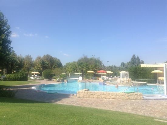 Radisson Blu Resort, Terme di Galzignano - Hotel Majestic: lower part of hotel pool at Sporting hotel