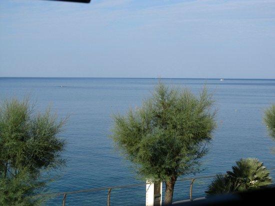 Hotel Caravella: Vista del mare dalla camera dell'hotel