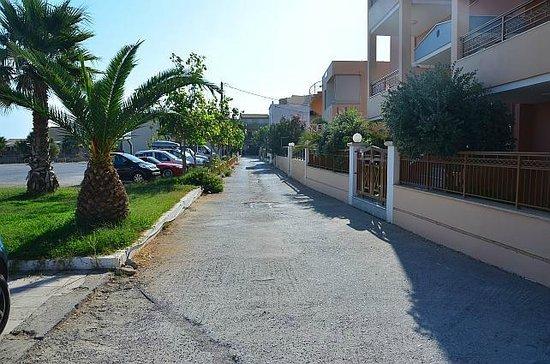 Aristea Hotel Rethymnon : Lane to Ilion Beach Hotel
