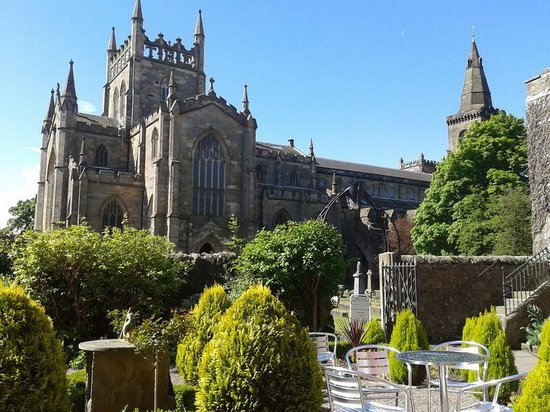 Dunfermline Abbey and Palace: Dunfermline Abbey from Abbots House Tearoom