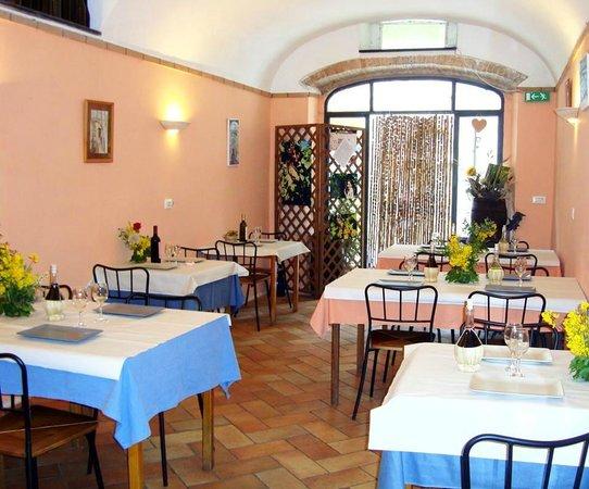 """Cisano sul Neva, Italien: Interno di """"A Cantina du Peccau"""""""