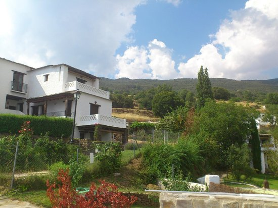 Hotel Maravedi: Hotel desde la piscina