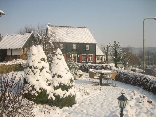 Hotel Herberg De Smidse: De Smidse in de sneeuw