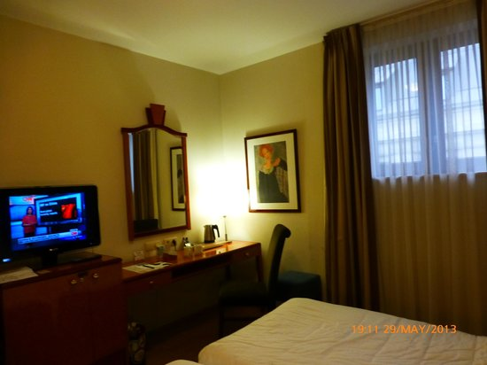 Scandic Hotel Grand Place: Hotel room