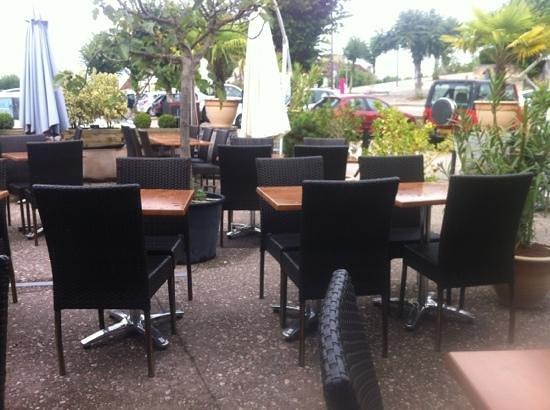 A La Fortune Du Pot : table extérieure