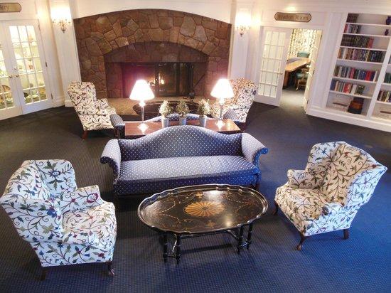 The Simsbury Inn: Common room