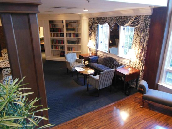 The Simsbury Inn: Common room