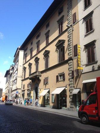 Hotel Delle Tele: ベージュの建物です