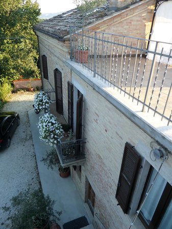 Il Leone Rosso B&B: the outside from the terrace