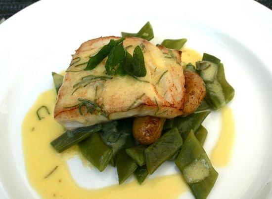 """Restaurant Revola : féra sur des pois gourmands et des pommes de terre """"ratte"""", un régal !"""