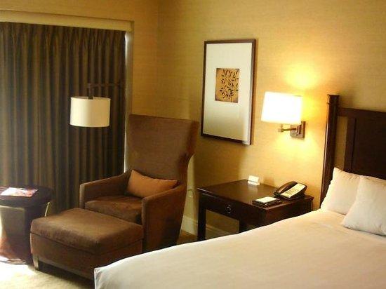 Hyatt Regency Bellevue: Large room with comfy seating