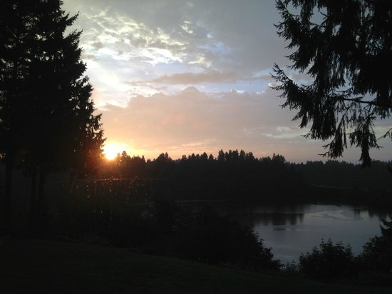 Hotel RL Olympia by Red Lion: Sunrise from the restaurant