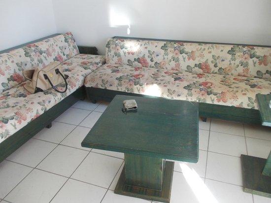 La Maison Apartments: lounge