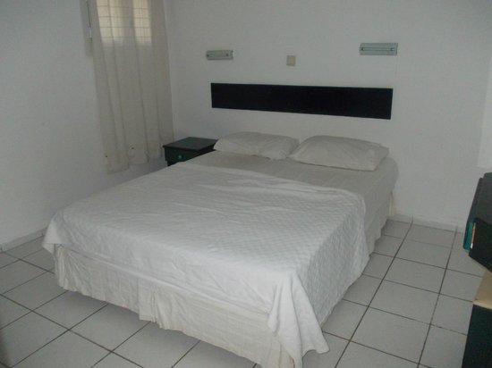 La Maison Apartments: bedroom