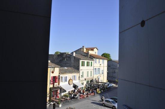 La Maison sur la Sorgue - Esprit de France: vista sulla piazza