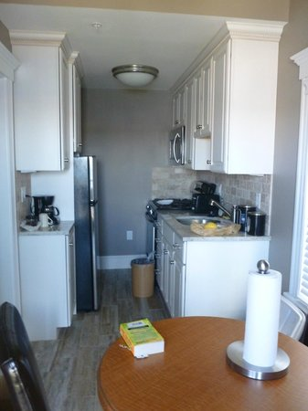 The Inn at Crystal Cove: Kitchenette