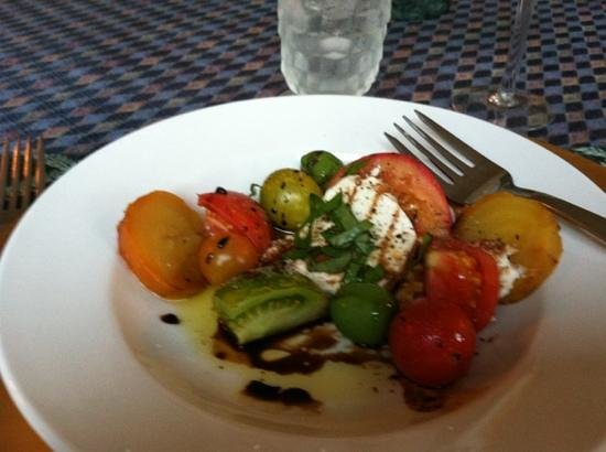 Chestnut St Inn : salad w/fresh mozzarella