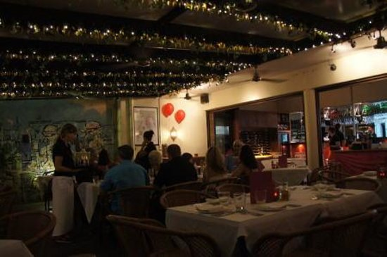 Bucci Italian Restaurant: 大盛況のbucci