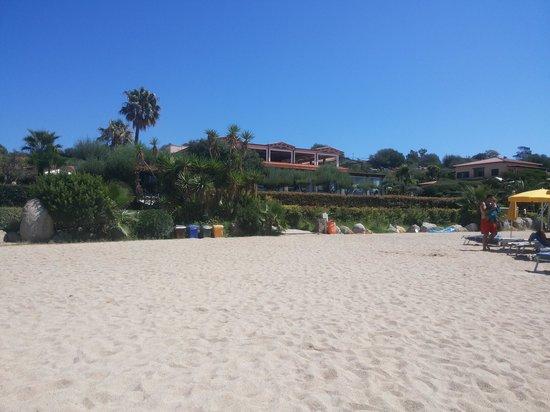 Hotel Club Saraceno : parte centrale della struttura vista dalla spiaggia