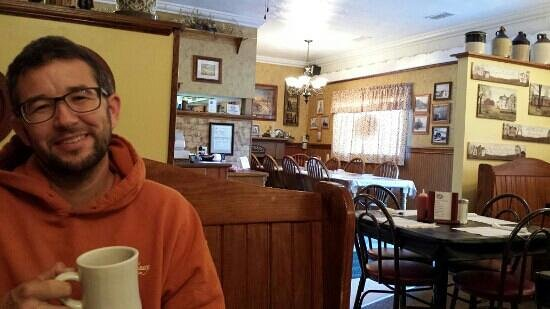 Bloomingdale, OH: Enjoying more coffee after a delicious breakfast