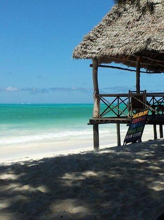 Ndame Beach Lodge Zanzibar: Beach bar overlooking the Indian Ocean