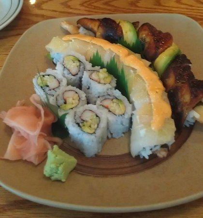 Wasabi Sushi Restaurant: Dragon roll and Corona roll