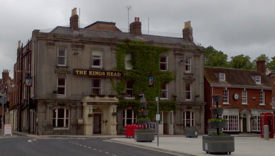 Kings Head Hotel: Kings Head from the main square