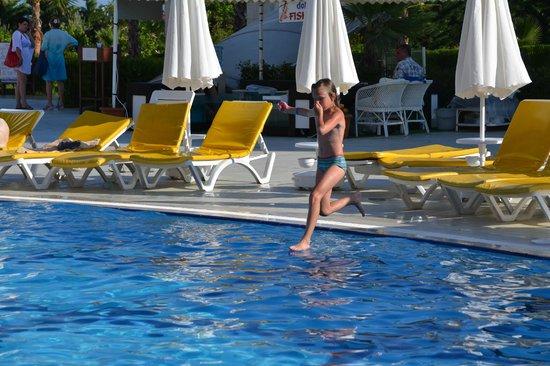 Laphetos Beach Resort & Spa: бег по воде