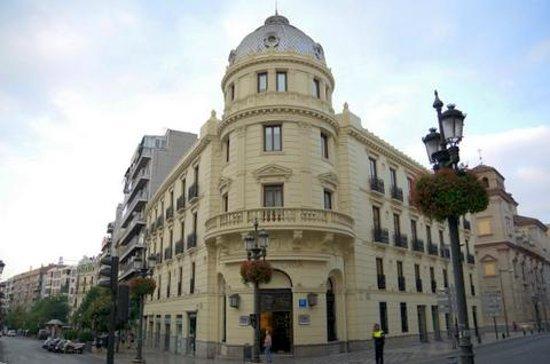 NH Collection Granada Victoria: ホテル正面
